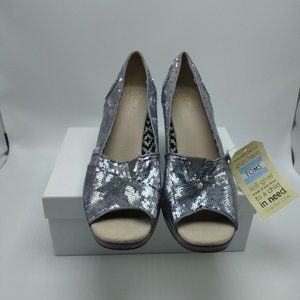 TOMS New woman wedge silver sequin